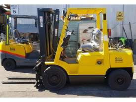 Hyster 3000kg LPG Forklift with 4615mm Three Stage Container Mast - picture0' - Click to enlarge