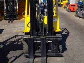 Hyster 3000kg LPG Forklift with 4615mm Three Stage Container Mast - picture1' - Click to enlarge