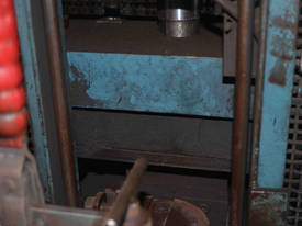 DUAL COLUMN SINGLE RAM 700mm STROKE 100mm Bore - picture11' - Click to enlarge
