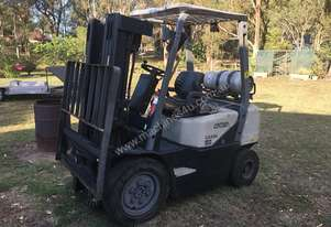 Forklift - Crown cg25e only 4000 hrs