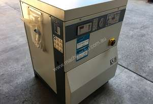 Screw compressor with refrigerated dryer