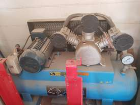 Air compressor  - picture0' - Click to enlarge