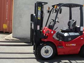3T Diesel or LPG Forklift, 4.5m 3 stage mast, side shift, solid tyres. Rent to Own available - picture1' - Click to enlarge