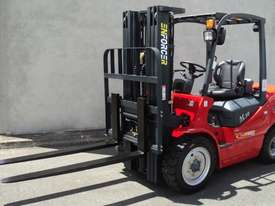 3T Diesel or LPG Forklift, 4.5m 3 stage mast, side shift, solid tyres. Rent to Own available - picture2' - Click to enlarge