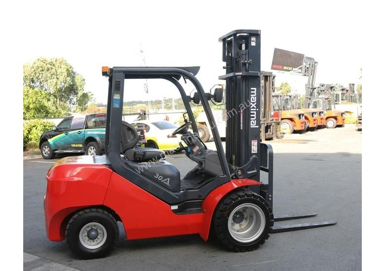 3T Diesel or LPG Forklift, 4.5m 3 stage mast, side shift, solid tyres. Rent to Own available