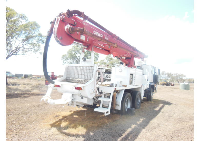 Concrete Truck with pump