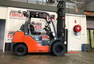 TOYOTA FORKLIFTS 32-8FG25 DELUXE