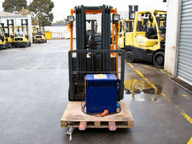 1.5T 3 Wheel Battery Electric Forklift - picture1' - Click to enlarge