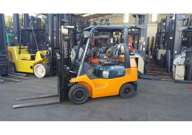 Toyota Forklift 2 5T 4300mm Container Mast Low Hrs