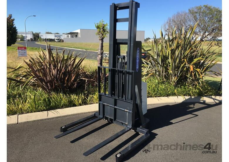 Crown 20IMT-130A Electric Walkie Stacker
