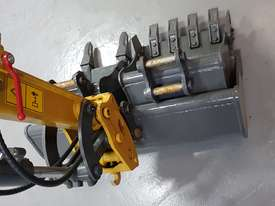 EXCAVATOR WITH HYD QUICK HITCH, EXPANDABLE TRACKS AND EXPANDABLE DOZER BLADE - picture11' - Click to enlarge
