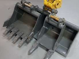 EXCAVATOR WITH HYD QUICK HITCH, EXPANDABLE TRACKS AND EXPANDABLE DOZER BLADE - picture1' - Click to enlarge