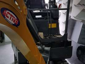 EXCAVATOR WITH HYD QUICK HITCH, EXPANDABLE TRACKS AND EXPANDABLE DOZER BLADE - picture10' - Click to enlarge