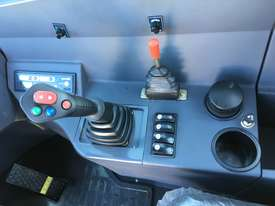 2019 JOBLION EUROPE MODEL 835C CUMMINS 100HP FREE BUCKET 4 IN 1+FORKS - picture14' - Click to enlarge