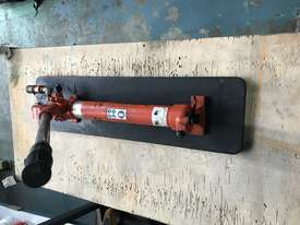 Holmatro Hydraulic Hand Pump Double Acting Two Speed Porta Power - picture2' - Click to enlarge