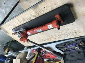 Holmatro Hydraulic Hand Pump Double Acting Two Speed Porta Power - picture3' - Click to enlarge
