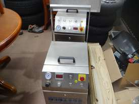 Dry Ice Machine - picture1' - Click to enlarge