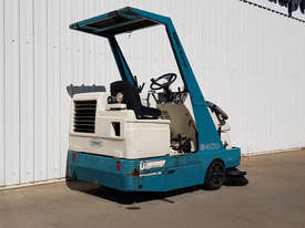 LPG Tennant Sweeper - picture2' - Click to enlarge