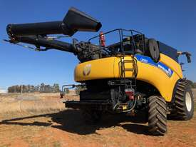 2016 New Holland CR9.90 - picture0' - Click to enlarge
