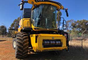 New Holland 2016   CR9.90