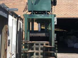 100 tonne vertical 4 door press machine single cylinder - picture1' - Click to enlarge