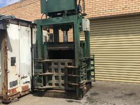 100 tonne vertical 4 door press machine single cylinder - picture2' - Click to enlarge