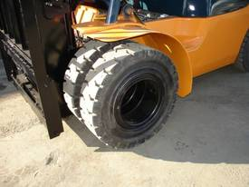 TOYOTA 7 SERIES 4.0M LIFT HEIGHT,  DUAL WHEELS  - picture3' - Click to enlarge