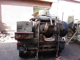 diesel powered hyd load concrete mixer , 200ltr 1 left , price reduced to clear  - picture2' - Click to enlarge
