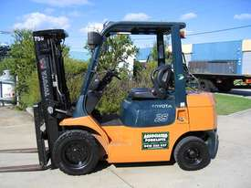 Toyota 2.5t LPG forklift with Weight gauge - picture0' - Click to enlarge