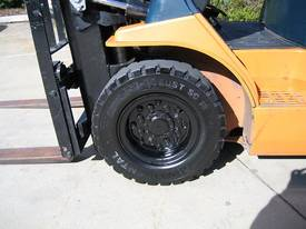 Toyota 2.5t LPG forklift with Weight gauge - picture14' - Click to enlarge