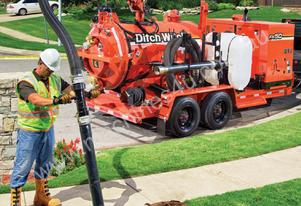 Ditch Witch FX50, 800 to 1200 gallon, 1025cfm, vacum excavator