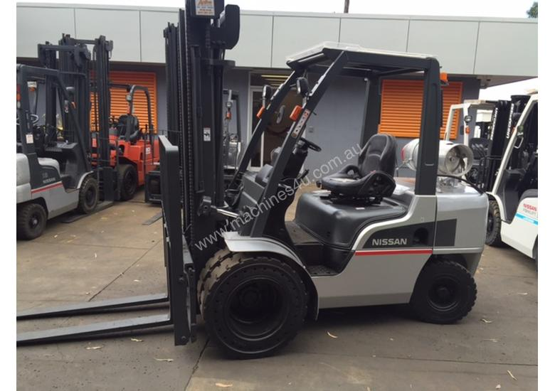 NISSAN Forklift 3 Ton 3700mm Lift Wide Carriage