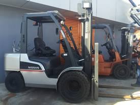 NISSAN Forklift 3 Ton 3700mm Lift Wide Carriage - picture5' - Click to enlarge