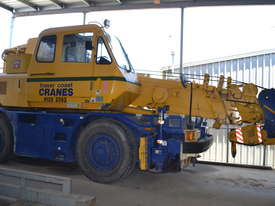 Kobelco RK 160-2 road crane - picture0' - Click to enlarge