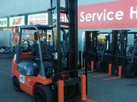 Toyota 3 ton compact 02-7FGK30  - picture2' - Click to enlarge