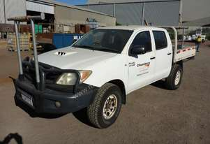 2006 Toyota Hilux 4x4 Crew Cab Tray Back Utility - In Auction