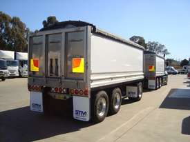 Mack  Tipper Truck - picture5' - Click to enlarge