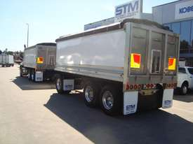 Mack  Tipper Truck - picture7' - Click to enlarge