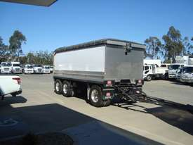 Mack  Tipper Truck - picture8' - Click to enlarge