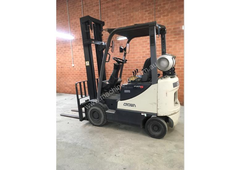 Crown Forklift LOW HOURS