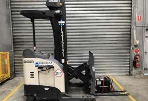 Crown RR5700 Reach Forklift Forklift