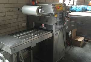 YANG Automatic in-line tray sealer model EXPRESS XL VAC 60 with MAP capability