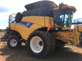 2011 New Holland CR9070 - picture0' - Click to enlarge