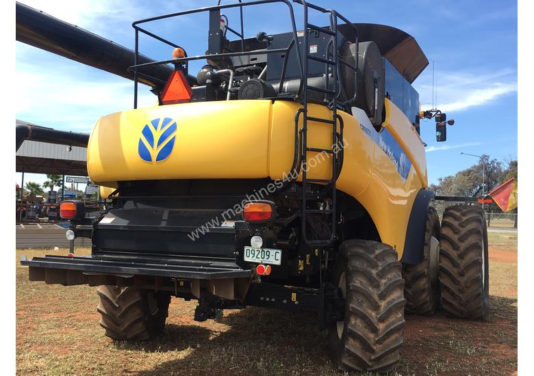 2011 New Holland CR9070