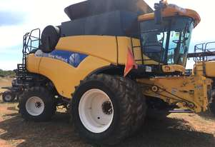 New Holland 2011   CR9070