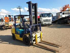 Komatsu 3 ton Forklift  - picture2' - Click to enlarge