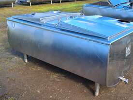 1,180lt STAINLESS STEEL TANK, MILK VAT - picture0' - Click to enlarge