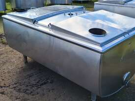 1,180lt STAINLESS STEEL TANK, MILK VAT - picture1' - Click to enlarge