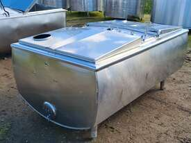 1,180lt STAINLESS STEEL TANK, MILK VAT - picture2' - Click to enlarge