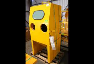 Sand Blasting Cabinet and Reclaimer